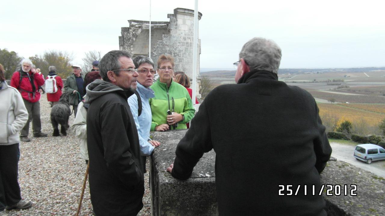 Jaky  le  Maire de Bouteville clommente l'historique du château